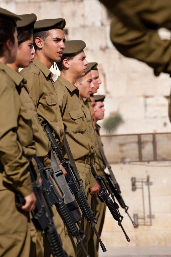 Soldados Israelíes En La Pared Occidental De Jerusalén Imagen de archivo editorial