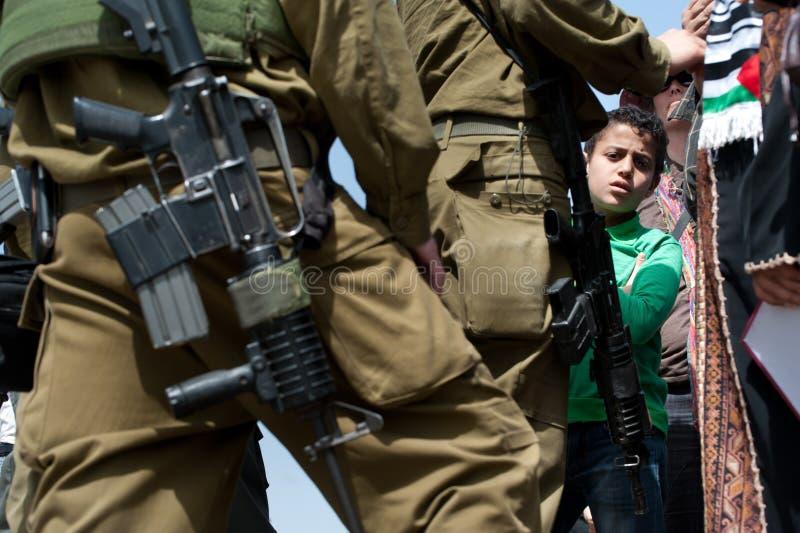 Soldados israelitas da ocupação em Palestina imagens de stock
