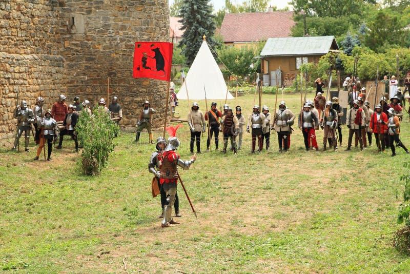 Soldados medievais na Batalha de Budyne foto de stock