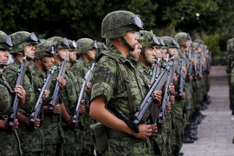 Soldados mexicanos del ejército fotos de archivo
