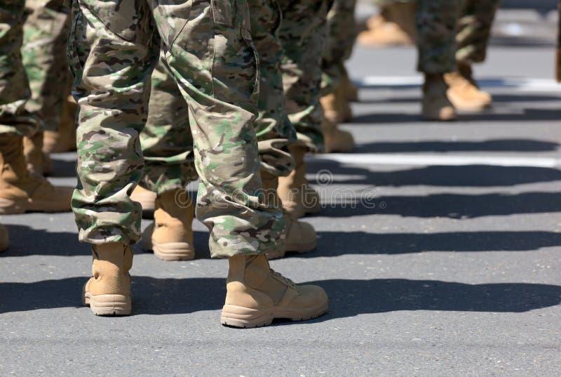 Soldados nos carregadores. Tbilisi. Geórgia. fotos de stock