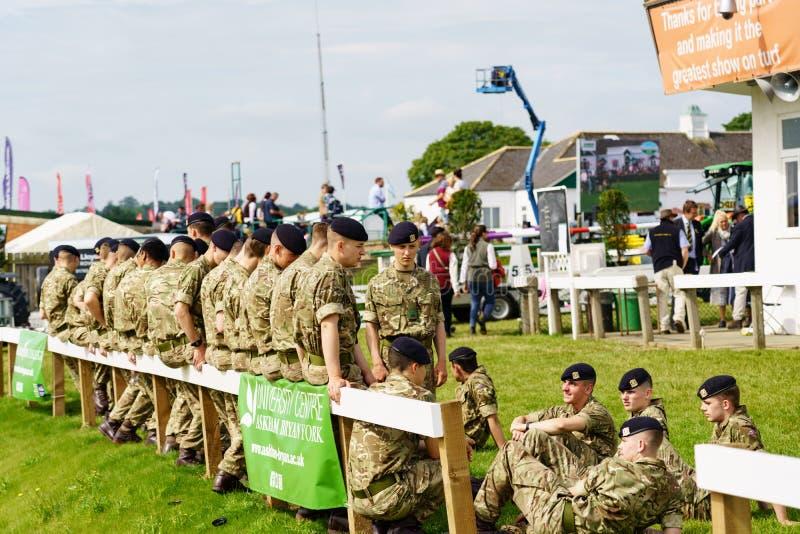 Soldados novos do aprendiz do exército na grande mostra de Yorkshire fotos de stock