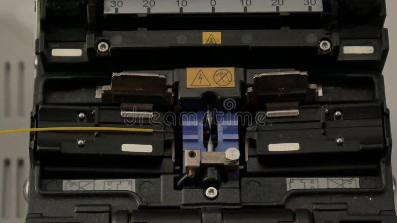 Soldadura de la soldadora de fibra óptica fotos de archivo