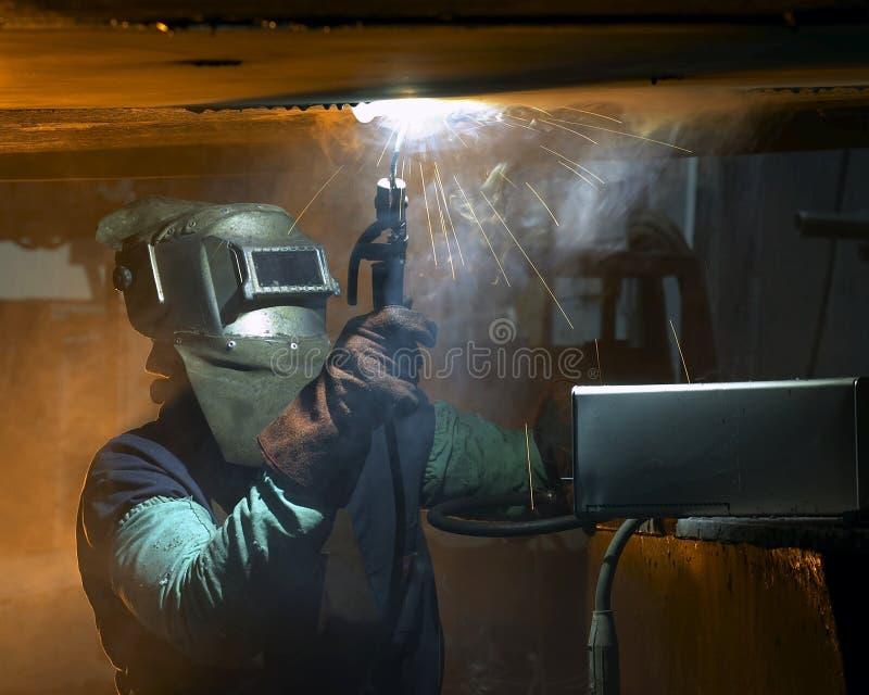 Soldadura do soldador foto de stock