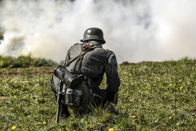Soldat allemand Reconstruction historique, soldats combattant pendant la deuxième guerre mondiale photo stock