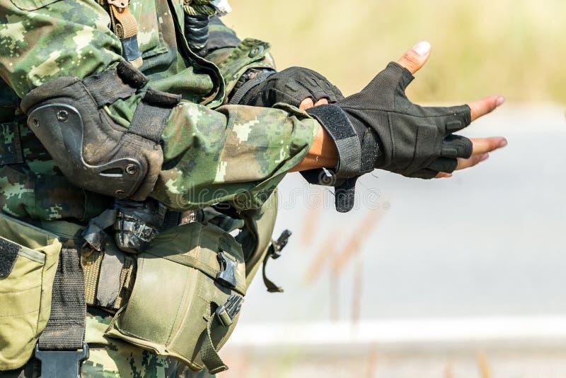 Soldat bereit zum Kriegskampf lizenzfreies stockbild