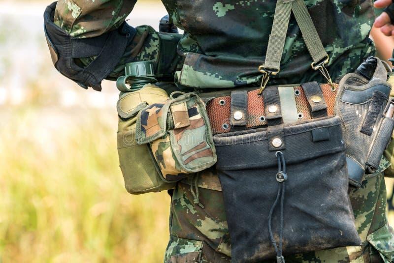 Soldat bereit zum Kriegskampf stockfotografie