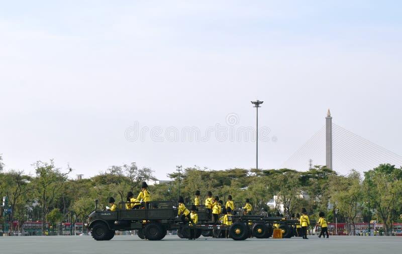 Soldat d'artillerie dans le planton sur le couronnement du Roi Rama 10 chez Sanam Luang image stock