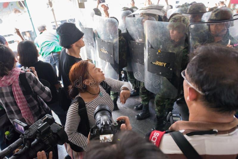 Soldat de combat de protestataire images stock