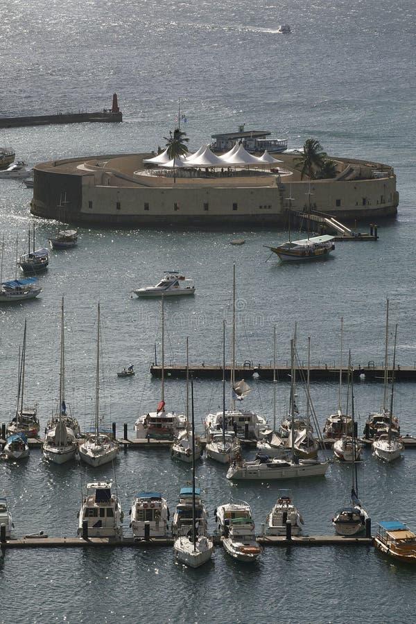 Soldat de marine et forteresse au Bahia photographie stock libre de droits