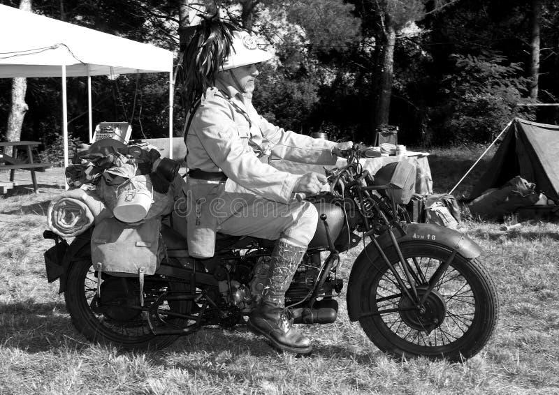 Soldat de motocycliste de la deuxième guerre mondiale images stock
