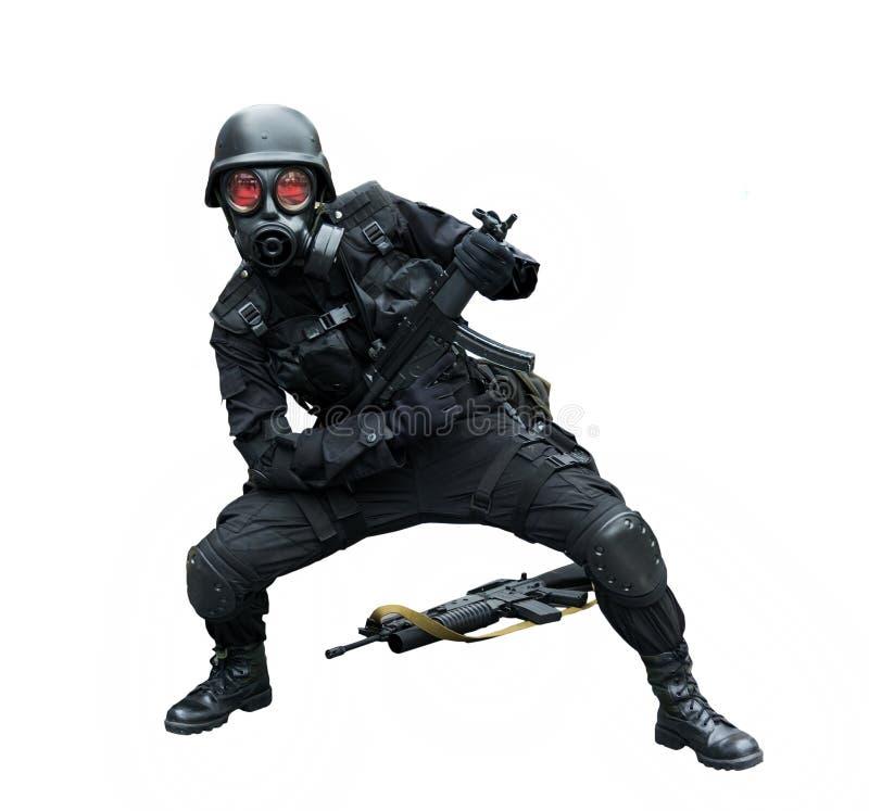 Soldat der besonderen Kraft, der isoliert lustigen Hintergrund aufwirft stockbilder