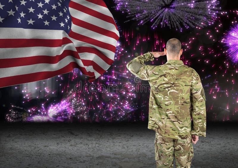 soldat devant des feux d'artifice avec le drapeau des Etats-Unis image stock