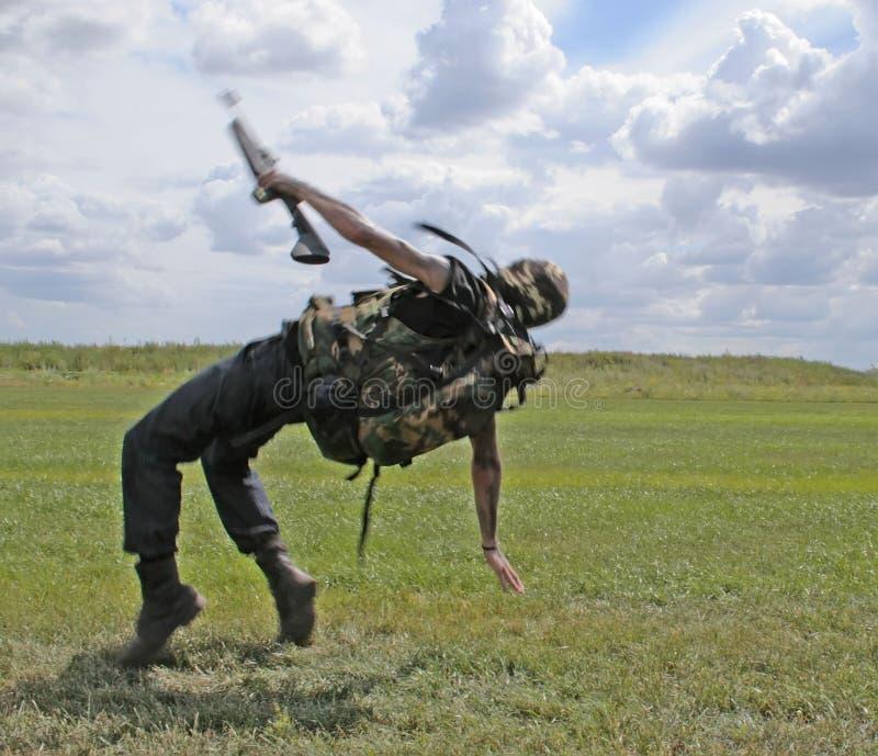 Soldat en baisse photos stock