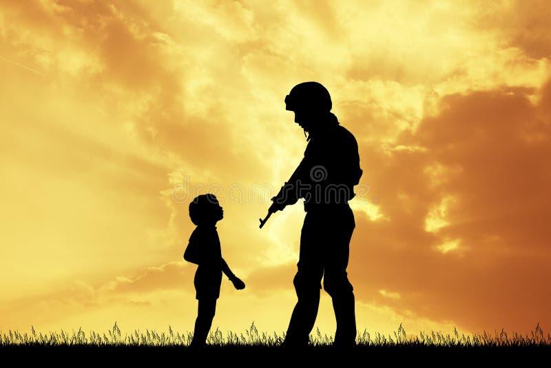 Soldat et enfant au coucher du soleil illustration libre de droits