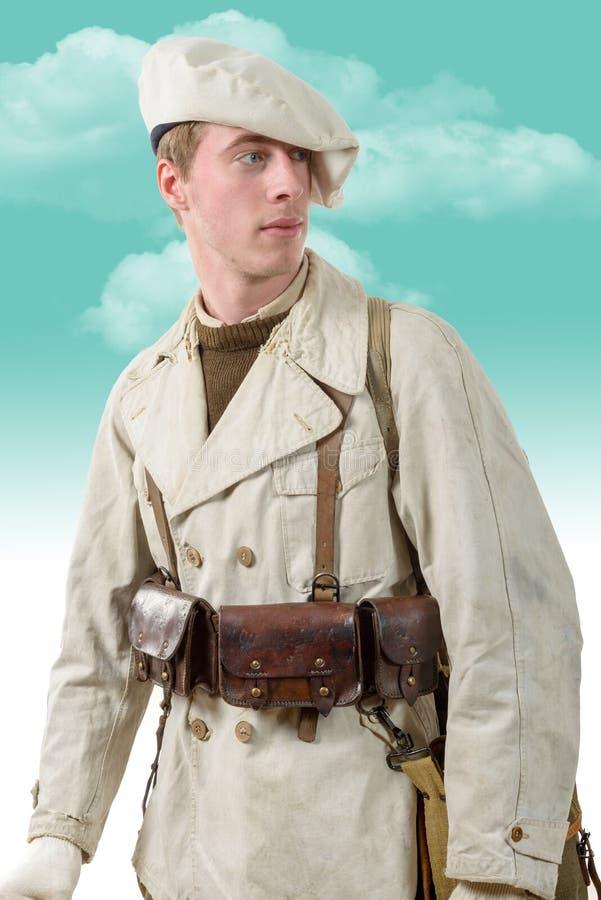 Soldat français de montagne avec les années 1940 uniformes images stock