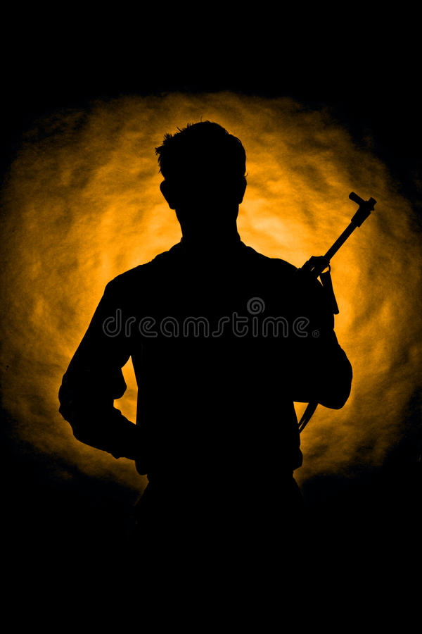 Soldat-/Gangstermann mit Maschinengewehr lizenzfreie stockfotos