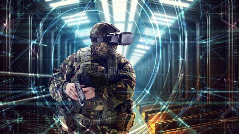 Soldat i virtuell verklighetexponeringsglas Militärt begrepp av framtiden arkivbild