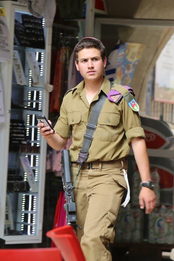 Soldat israélien à la vieille ville de Jérusalem photo stock