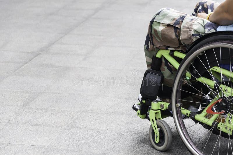 Soldat på rullstol royaltyfri bild