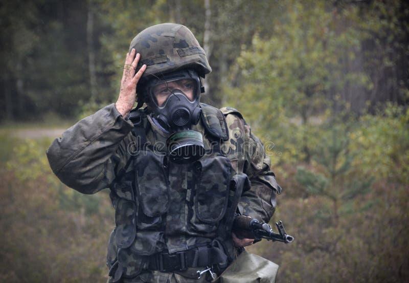 Soldat polonais pendant la formation sur la base de formation photographie stock libre de droits