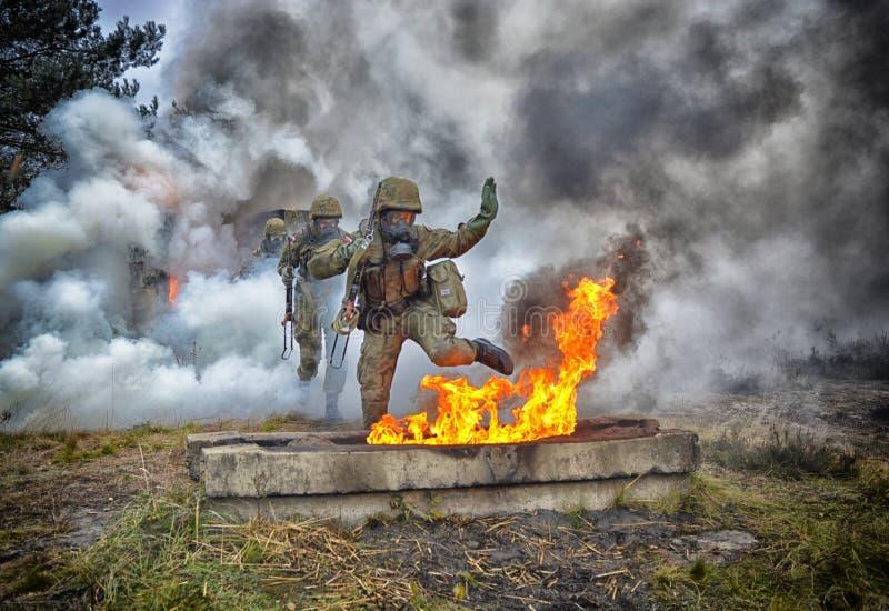 Soldat polonais pendant la formation sur la base de formation photo stock