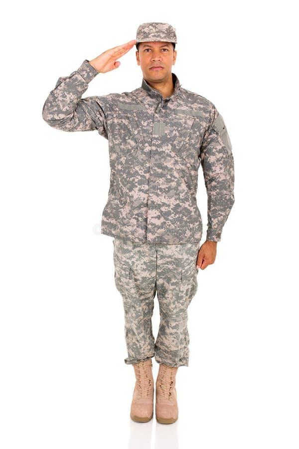 Soldat Saluting lizenzfreies stockfoto