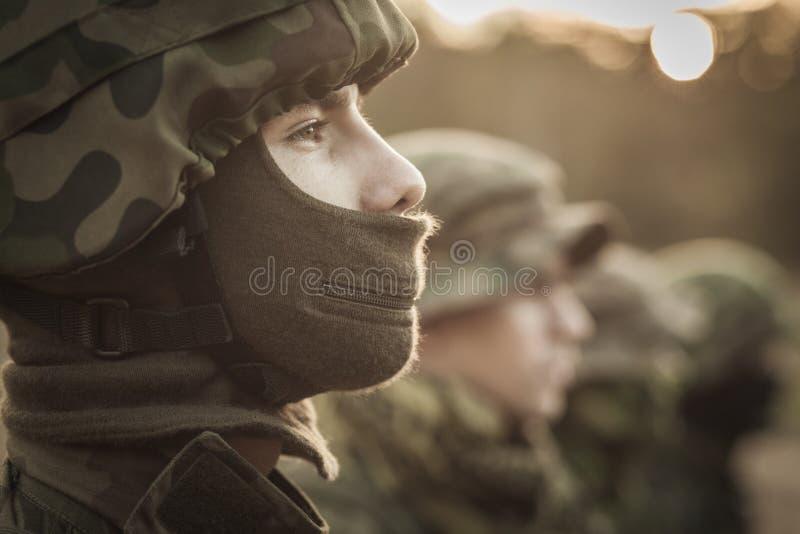 Soldat se tenant grand images libres de droits