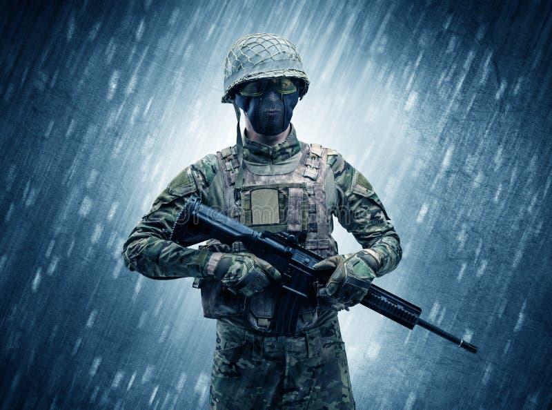 Soldatanseende i regnigt v?der stock illustrationer