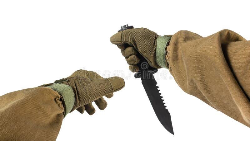 Soldatarmar med den militära & jaga kniven royaltyfri bild