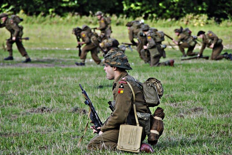 Soldaten auf dem Schlachtfeld lizenzfreies stockfoto