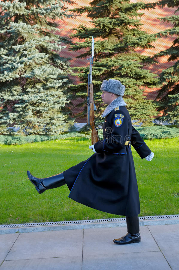 Soldaten av presidentens regemente överförs för att byta ut vakten arkivbilder