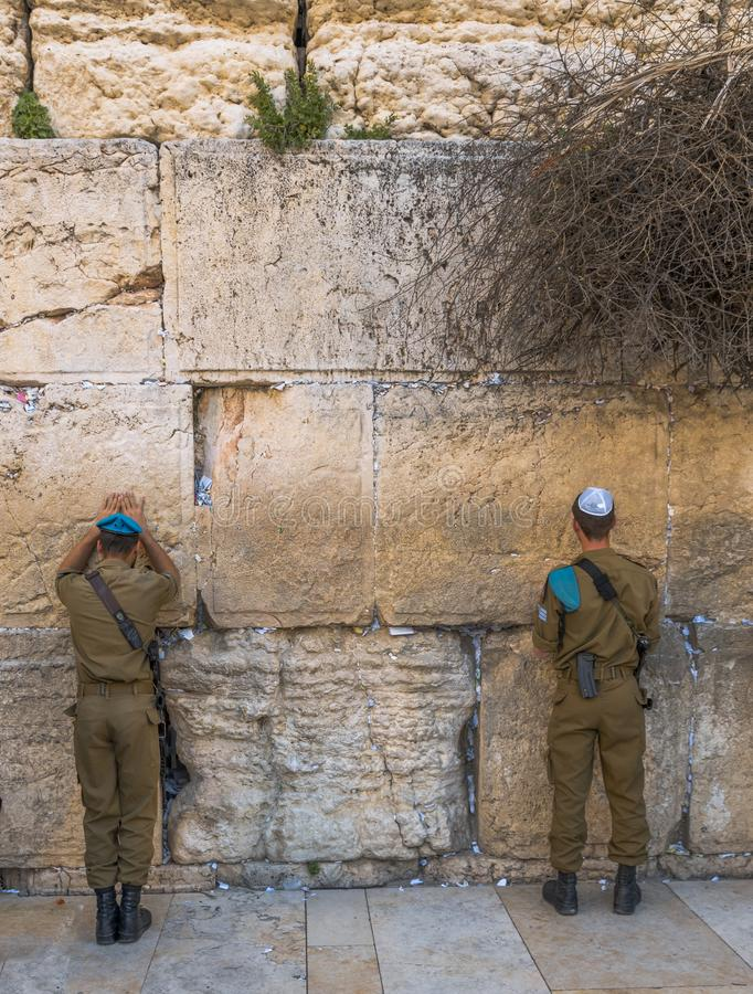 Soldaten an der Klagemauer Jerusalem stockbilder