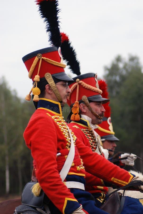 Soldaten in der roten Uniform an der historischen Wiederinkraftsetzung stockbild