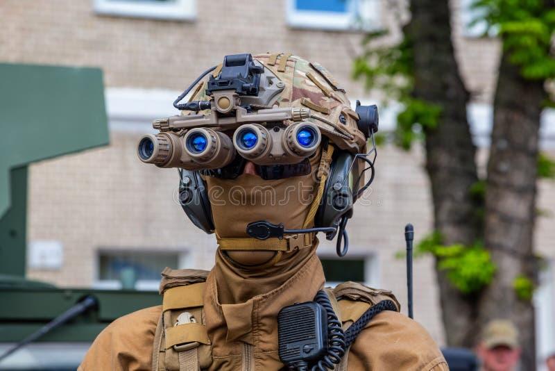 Soldaten der ukrainischen Armee am Feiertag von Helden von Ukraine lizenzfreie stockfotografie