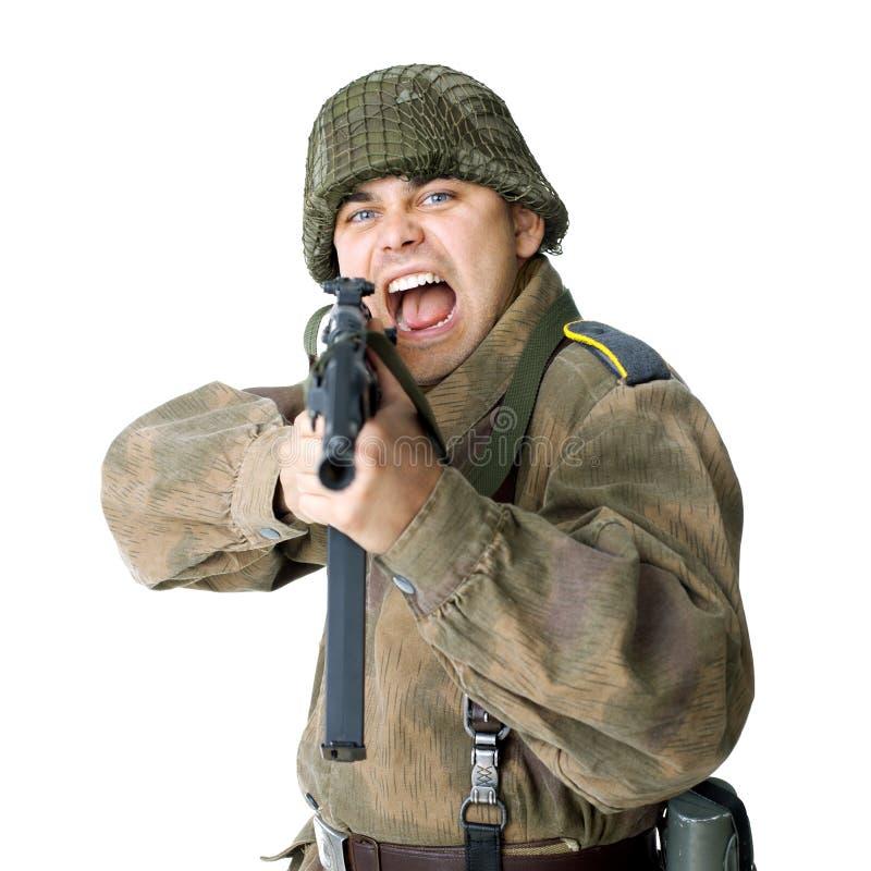 Soldaten skjuter submachinevapnet royaltyfri foto