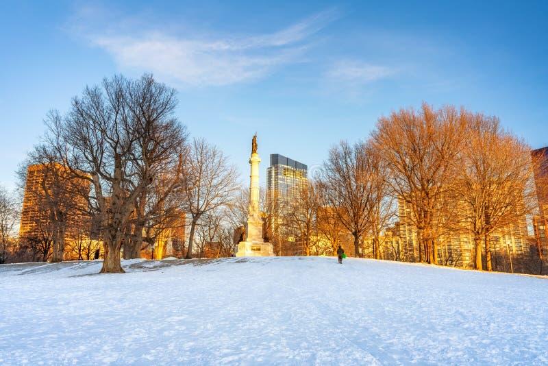 Soldaten- und Sailors-Denkmal in Boston im Winter üblich lizenzfreie stockbilder