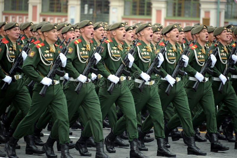 Soldaten vom 2. sch?tzt motorisierte Gewehr Taman-Abteilung w?hrend der Parade auf Rotem Platz zu Ehren Victory Days lizenzfreies stockfoto