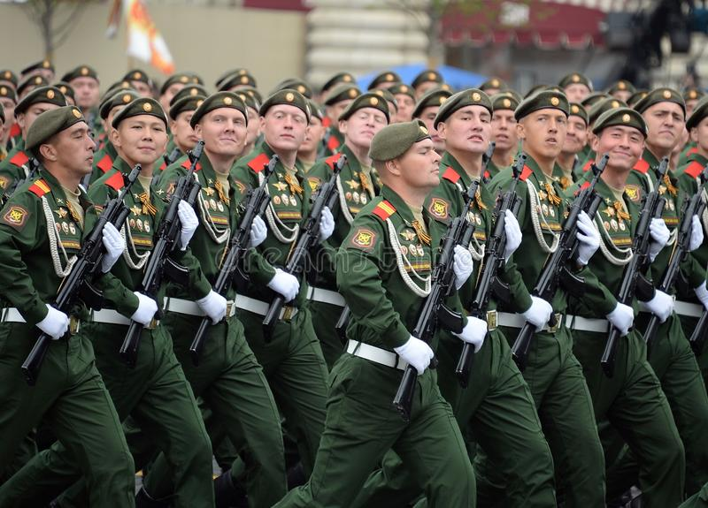 Soldaten vom 2. sch?tzt motorisierte Gewehr Taman-Abteilung w?hrend der Parade auf Rotem Platz zu Ehren Victory Days stockfotografie