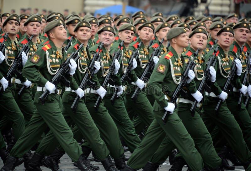 Soldaten vom 2. sch?tzt motorisierte Gewehr Taman-Abteilung w?hrend der Parade auf Rotem Platz zu Ehren Victory Days stockfotos