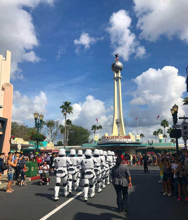 Soldati di cavalleria di tempesta imperiali di Star Wars agli studi di Hollywood, Orlando, FL fotografie stock libere da diritti