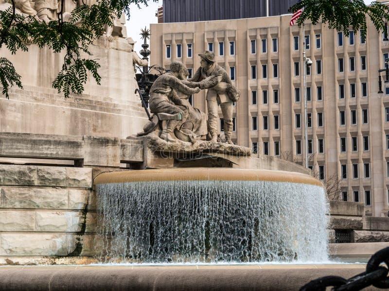 Soldati ed il monumento dei marinai a Indianapolis fotografia stock