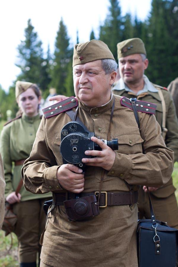 Soldati sovietici della seconda guerra mondiale con la cinepresa immagine stock
