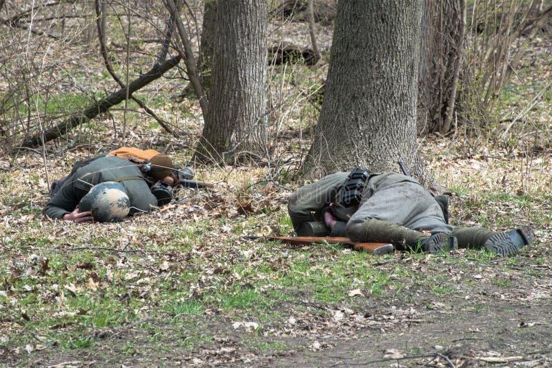 Soldati tedeschi morti, guerra, campo di battaglia immagini stock