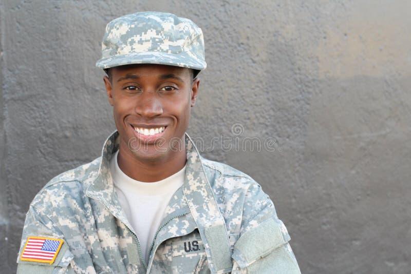 Soldato afroamericano Smiling del veterano fotografie stock libere da diritti