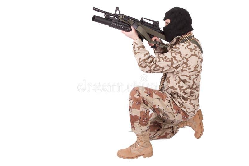 Soldato con il Carbine M4 fotografia stock libera da diritti