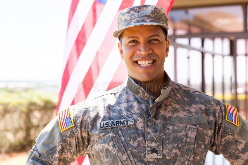 Soldato dell'esercito americano all'aperto immagini stock