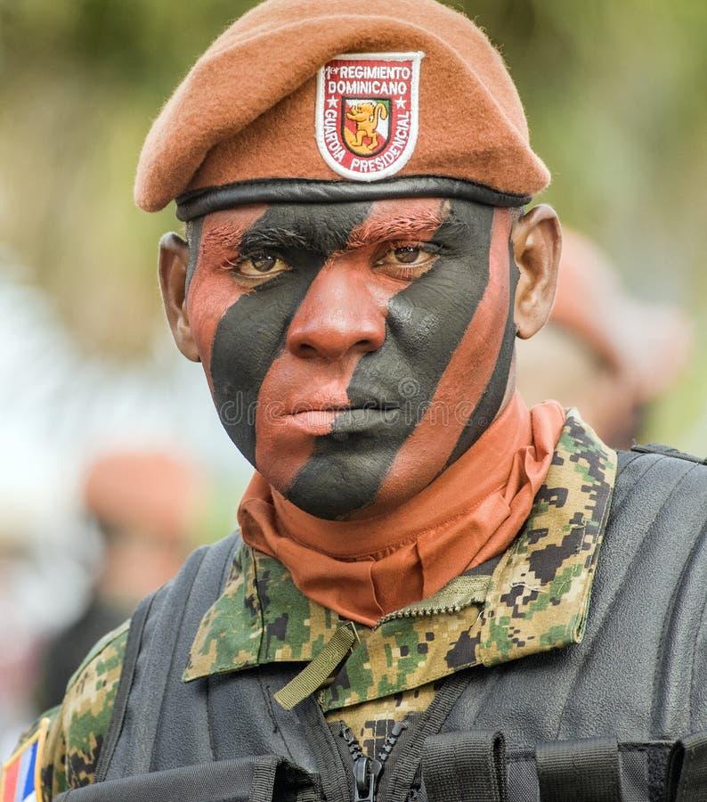 Soldato domenicano dipinto cammuffamento fotografie stock