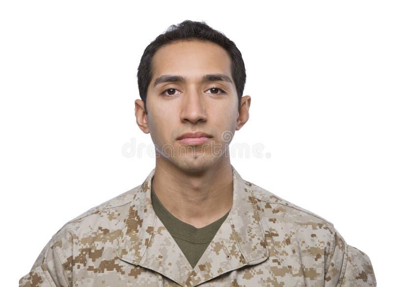 Soldato ispanico su una priorità bassa bianca fotografia stock libera da diritti