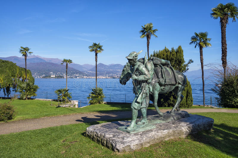 Soldato Monument di Alpini in Stresa, Italia fotografia stock